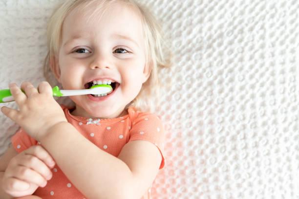 brush their teeth (2)
